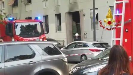 Forte esplosione in un palazzo a Milano: 6 feriti di cui 1 grave, evacuato l'edificio