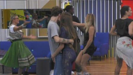 Grande Fratello VIP - Franceska Pepe bacia Tommaso Zorzi
