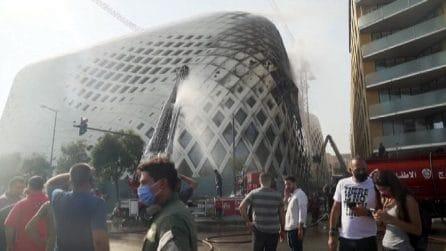 Nel centro di Beirut in fiamme edificio progettato da Zaha Hadid