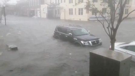 Strade e case allagate: la costa ovest degli USA devastata dall'uragano Sally