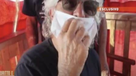 Giornalista in ospedale dopo la spinta: Beppe Grillo si difende mostrando la scena integrale