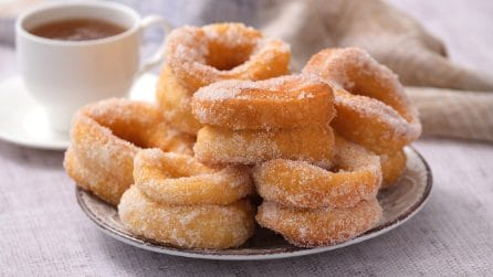 Fried donuts: perfect for the tea time!