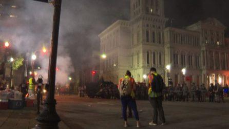Usa, migliaia in strada a Louisville: scontri e spari su 2 agenti