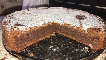Caprese al cioccolato: la torta golosa croccante fuori e morbida dentro
