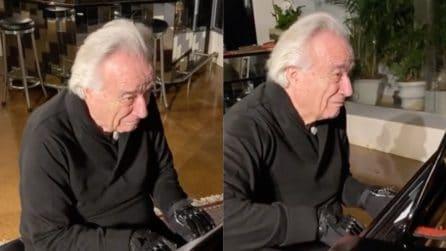 Torna a suonare il piano dopo vent'anni grazie ai guanti bionici