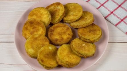 Fried zucchini medallions: a delicious side dish ready in a few minutes!