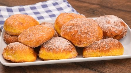 Pumpkin donuts: how to make them moist and tasty!