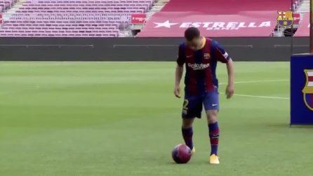 Dice di ispirarsi a Dani Alves, ma il nuovo acquisto del Barcellona ha difficoltà a palleggiare