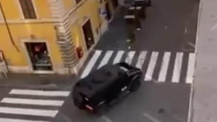 Roma, riprese per il nuovo Mission Impossible: Tom Cruise sfreccia tra le strade