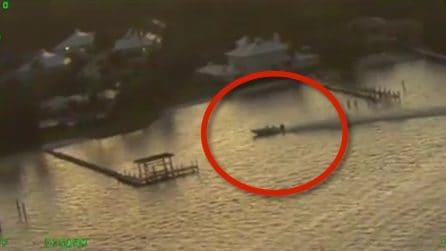 Barca senza controllo si schianta a riva: le drammatiche immagini