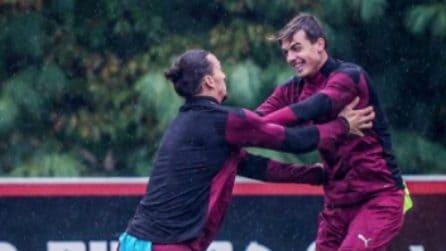 """Daniel Maldini, che """"lotta"""" con Ibrahimovic in allenamento"""