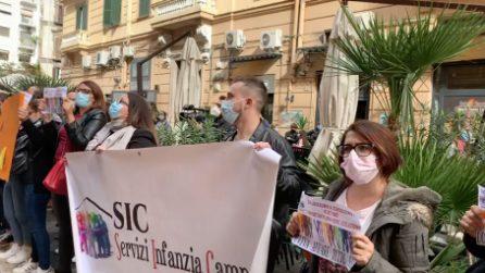 Scuole chiuse in Campania per contagi Covid, proteste davanti alla Regione