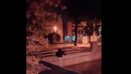 Monza, pericolosa bravata di un ragazzo: cade nel Lambro mentre cerca di attraversarlo su un tubo
