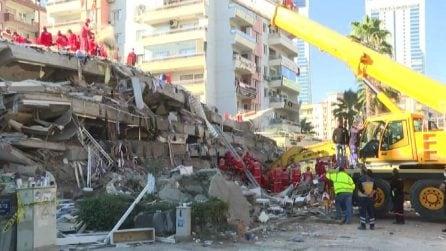 Terremoto nell'Egeo, si scava alla ricerca dei superstiti