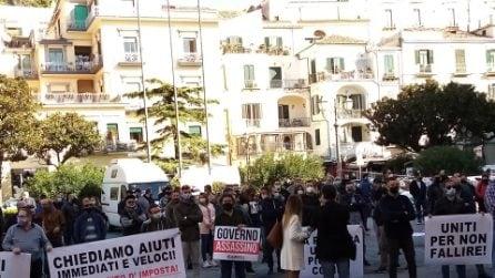 A Salerno corteo di manifestanti e commercianti contro il coprifuoco
