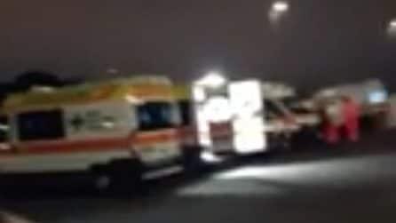 """Fila di ambulanze al Gemelli, un operatore: """"Qui dalle 5, non ci fanno scendere"""""""