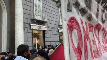 Coprifuoco, nuova protesta a Napoli: vernice contro l'Unione Industriali