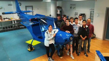 Trento, vola l'ultraleggero costruito da studenti delle superiori