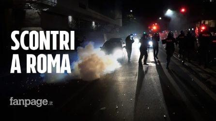 Roma, manifestazione contro il coprifuoco: bombe carta e scontri in centro