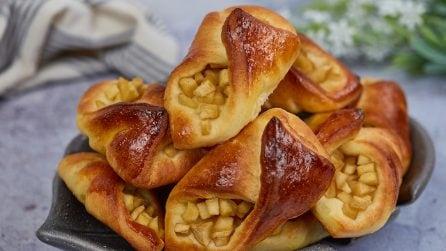 Tasche brioche ripiene di mele: i dolcetti perfetti per la merenda!