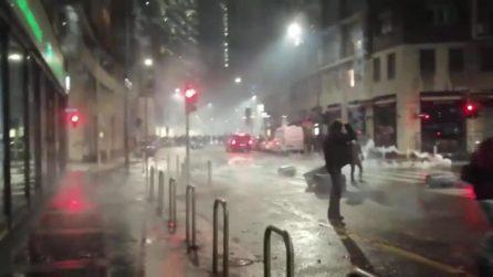 Proteste norme anti Covid, corteo non autorizzato a Milano: ferito un poliziotto, due fermati