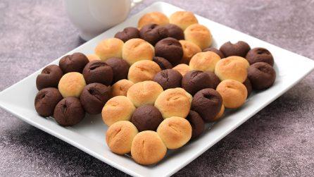 Fiorellini di pasta frolla: il dolcetto perfetto per l'ora del tè!