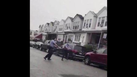 Usa, polizia spara a 27enne nero a Philadelphia: le immagini dell'uccisione