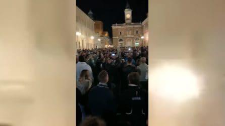 """""""Libertà, libertà"""", cittadini in piazza a Ravenna contro le restrizioni del Governo"""