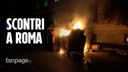 Roma, scontri nel centro della città: lancio di bottiglie e bombe carta