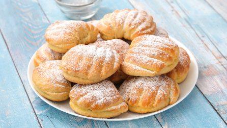 Conchiglie brioche ripiene di mele e marmellata: il dolcetto goloso da provare subito!