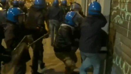 Firenze, manifestazione bloccata dalla polizia: le immagini degli scontri