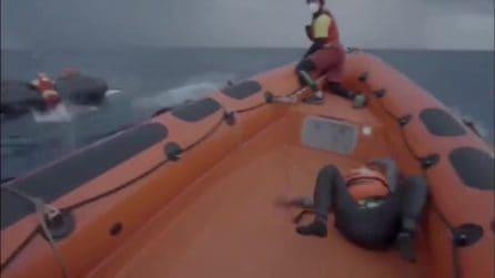 """Open Arms pubblica il video del naufragio. Le urla della mamma di Joseph: """"Ho perso il mio bambino"""""""
