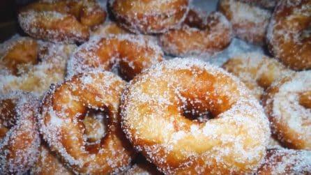 Ciambelline fritte e morbide: la ricetta semplice per un dessert da sogno