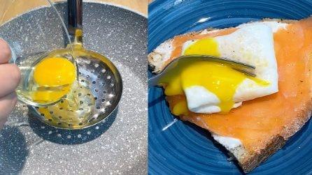 Uovo poché: il trucchetto per un uovo in camicia pronto in pochi secondi!