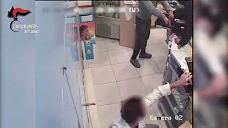 Milano, rapinano il farmacista e lo prendono a calci e pugni: arrestati