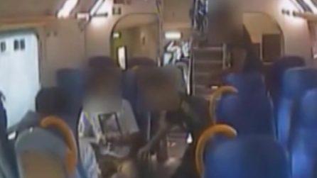 Sgominata la banda del treno: passeggeri derubati sotto minaccia di coltelli, tubi o bastoni