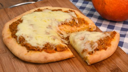 Pumpkin pizza: this recipe is the essence of fall flavors!