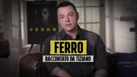"""Tiziano Ferro: """"Sono sempre stato un disadattato"""" e si commuove pensando ai genitori in Italia"""