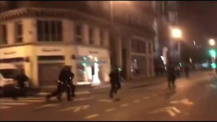 Parigi, migranti accampati in centro sgomberati dalla polizia