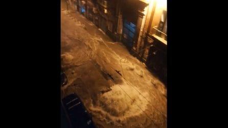 Maltempo, via Salvator Rosa diventa fiume: saltano le fogne