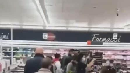 Le scarpe di Lidl vanno a ruba: è ressa nei supermercati