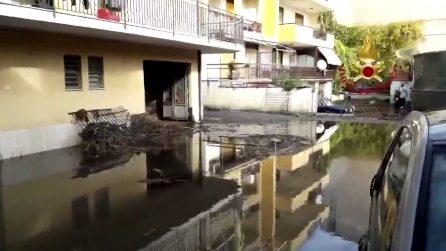 Maltempo, esonda il torrente Peschiera: abitazioni allagate