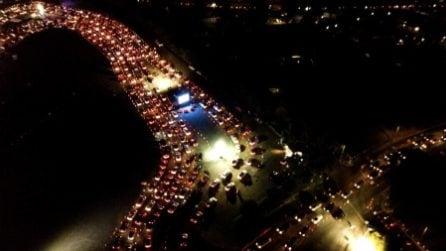 Boom di contagi a Los Angeles, fila chilometrica di sera per fare i tamponi