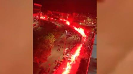 Diego Armando Maradona, Fuorigrotta è una bolgia: spettacolo all'esterno dello stadio