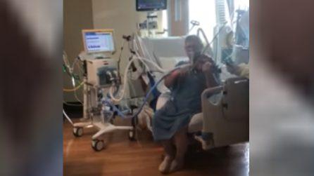 Insegnante in terapia intensiva suona il violino: omaggio a medici e infermieri che lo hanno salvato