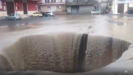 Crotone, violenta alluvione nella notte: pioggia e fango allagano case e strade