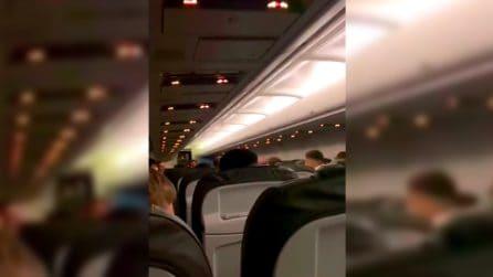 A bordo dell'aereo della Lazio: le imprecazioni dei calciatori biancocelesti durante l'atterraggio a Crotone