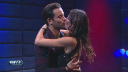 Il bacio tra Elisabetta Gregoraci e Pierpaolo Pretelli, poi la conduttrice lascia il GF Vip