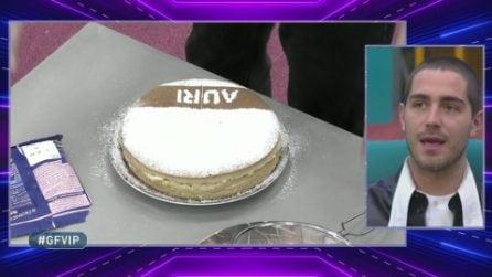 Tommaso Zorzi prepara una torta per Aurora Ramazzotti