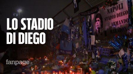 Maradona: l'omaggio allo stadio, mille torce luminose e un altare di fiori, sciarpe e lettere